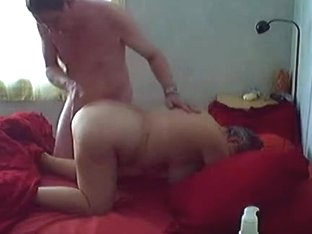 Homemade porn with a mature bitch getting her cunt fingered