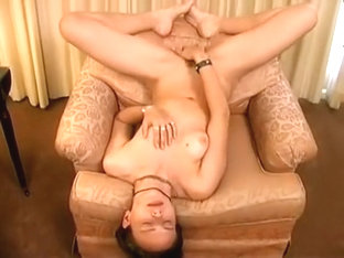 Adorable light brown haired rubs snatch on cam