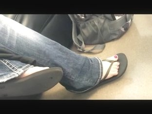 Candid Feet: Busty in Sandal