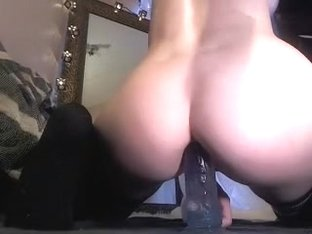 Amazing blonde girl fuck her tight asshole on cam