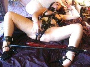 Pervy mature bimbo dildoing her slit
