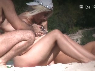 Beach voyeur vid of blonde nudist pussies