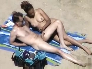 Fingering and handjob at the beach on a sunny day