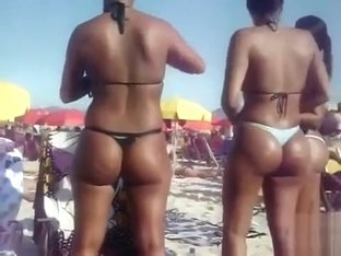Brazilian women expose their juicy asses on the beach