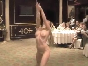 Delightful blonde goes naked for the elegant crowd