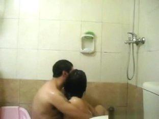 Chubby couple makes a sextape in the bathtub