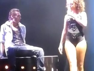 Rihanna gives a sexy lap dance in concert