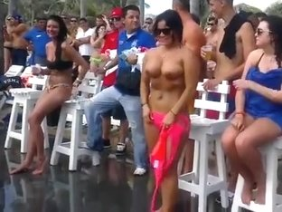 Fat guy gets a wild lap dance from topless girl