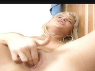 Cindy Dollar kitchen pussy masturbation