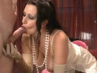 Sexy brunette with big bosoms masturbates like a queen