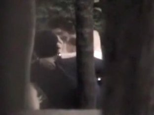 Voyeur tapes a partyslut riding her bf in the park