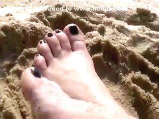 pies en la playa feet on the beach
