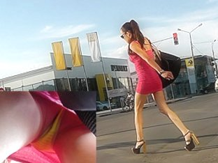 Dirty upskirt in public caught by skilled voyeur