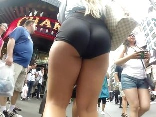 Hot asses in tight leggings