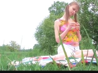 college girl beata outdoor pee cucumber fucking