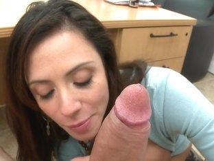Ariella Ferrera Loves Amateur Porn!!