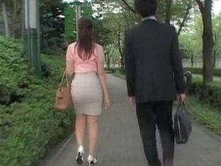 Exciting and candid butt video of girl in tight skirt