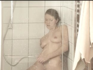 Reaching agonorgasmos in the delicious shower