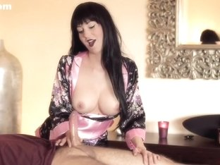 I am giving a nice handjob in my brunette amateur clip