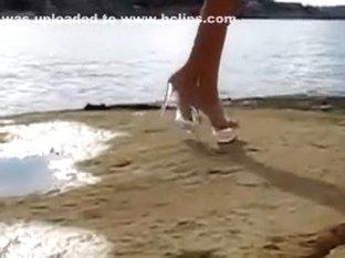 caminado con sus tacones sexys walk in very sexy high heels