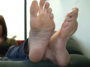 Homemade fetish video of my perfect sexy bare feet