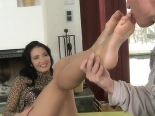 Black haired bombshell Bailee enjoys to feel when someone caresses her feet