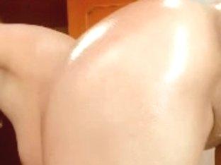 oily webcam explores her holes