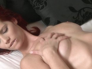 Sexy blonde mouth fucks hot redhead