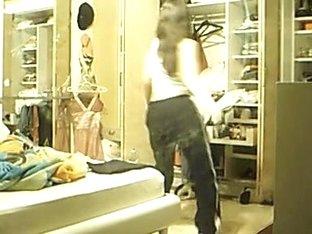 Teen honey dancing on webcam