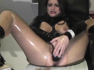 MILF Amateur Loving Her Pussy By Stretching Her Hole with A plastic Fist
