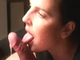 gorgeous milf performs