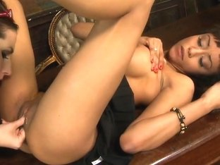 Paige Turnah munches on her partners moist pussy