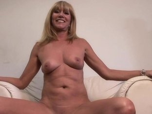 SpringBreakLife Video: Hot Cougar Gets Naked