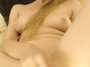 Sexy Babe Toys her Creamy Pussy on Cam