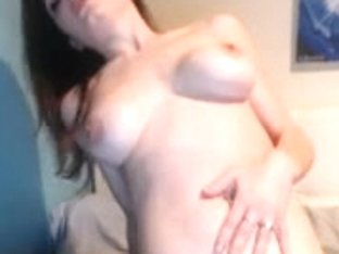Busty webcam slut humps a large dildo