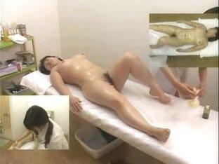 Massage hidden camera filmed a girl giving handjob