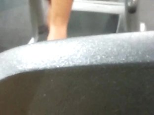 hottie at the gym!!
