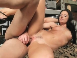Sexy Milf Finds Her Fresh Hard Man Meat!