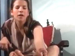Clean her dirty feet