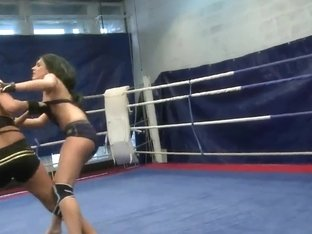 Hot babes fighting feat. Melanie Memphis
