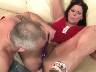Hot brunette chick Simony Diamond is enjoying her fucker friend drilling her cunt with vibrator di.
