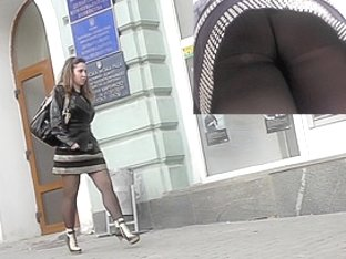 Lady's fat butt is presented in the hot upskirts