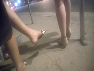 Candid feet on bus stop - brazilian - faceshot