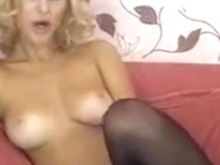 Blonde Sandracole in free chat show his face