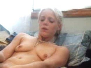 Hottie Masturbates