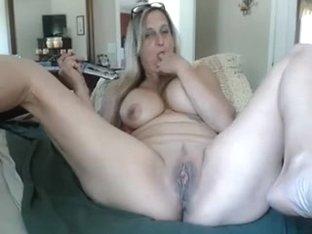 hawt granny with sextoy