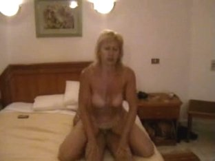 This cougar knows how to fuck