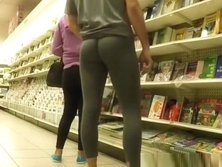 Exhibitionist dude wearing tight gray leggings