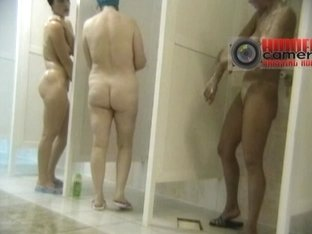 Big fat granny washes her cunt in a shower spy cam video