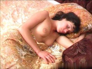 dinara-sleep-01_R.wmv